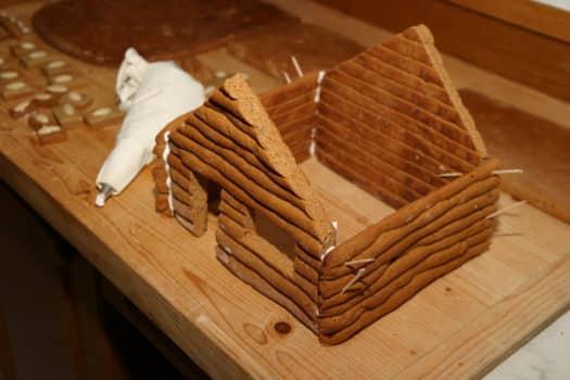 Lebkuchenhaus zusammenbauen